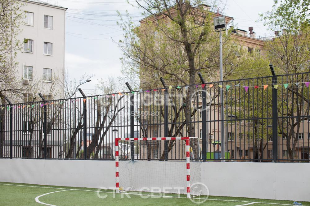 Складные опоры используются в условиях ограниченного пространства, когда к инженерной конструкции нельзя подвезти автомобильный гидроподъемник. Часто эти изделия устанавливаются во дворах.