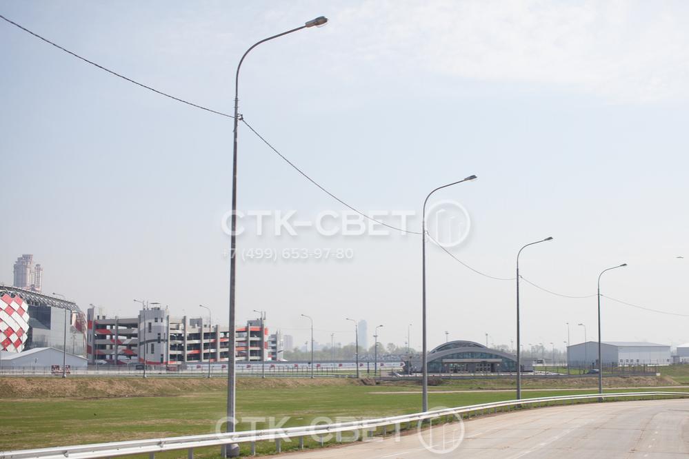 Силовые граненые опоры часто используются для освещения автомобильных дорог. Воздушные линии легче и дешевле прокладывать, при обрыве поиск места разрыва не требует использования специального оборудования.