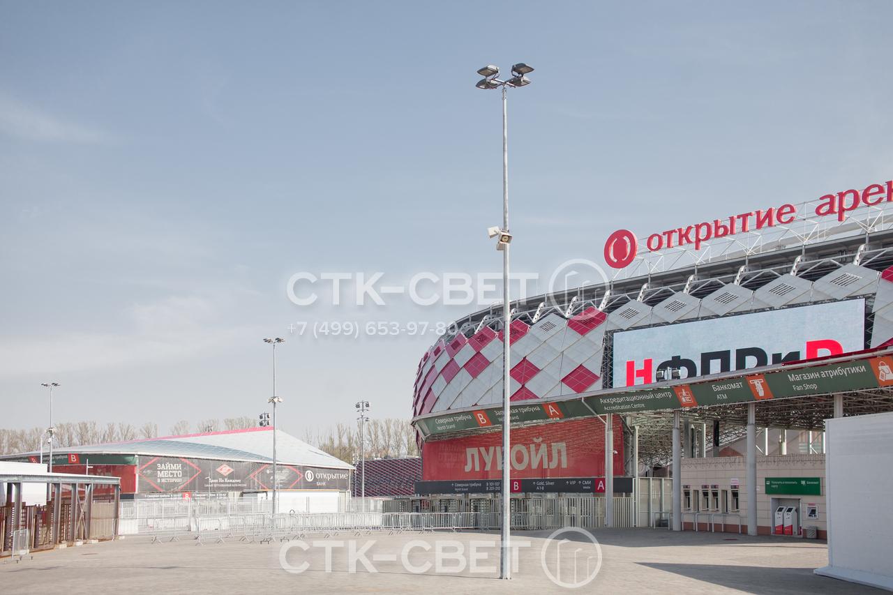 Граненые опоры используются для освещения открытых площадок перед коммерческими зданиями. Благодаря граням, которые являются ребрами жесткости, на их верхушку можно устанавливать до 4 прожекторов направленного света.