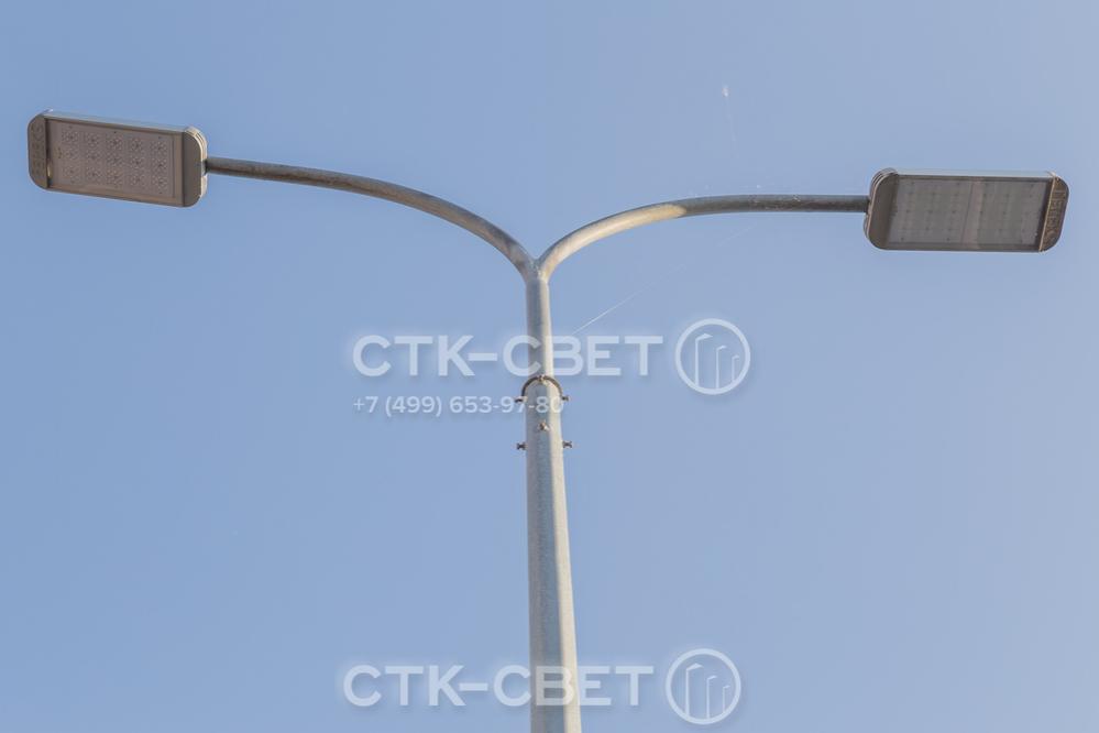 Установка кронштейна производится в стандартный оголовок под деталь с хвостовиком. Крепление осуществляется с помощью 8 болтов. Место соединения остается разъемным, поэтому кронштейн можно демонтировать при повреждении.