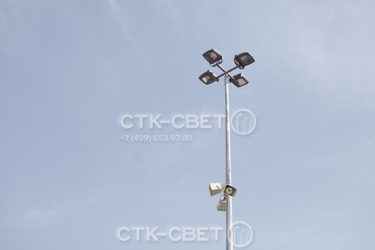 Несиловые опоры с граненым стволом имеют высокую несущую способность за счет ребер жесткости. Поэтому на них можно крепить и светильники, и громкоговорители системы оповещения.