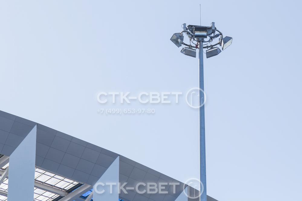 Молниеотводы ВГМ применяются также для освещения больших площадок. В рабочем положении рама находится в верхней части ствола, тросы подъемного механизма спрятаны внутри и не портят внешний вид инженерной конструкции.