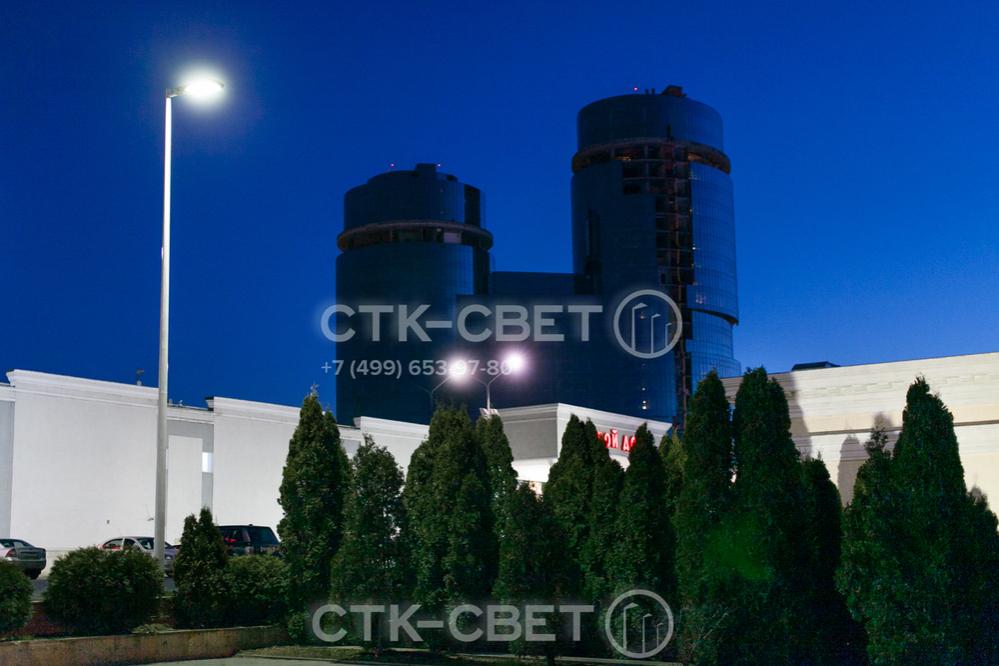 Применение круглоконических опор позволяет осветить территорию коммерческих объектов. Они используются вместо граненых опор и пользуются популярностью благодаря низкой цене и красивому внешнему виду.