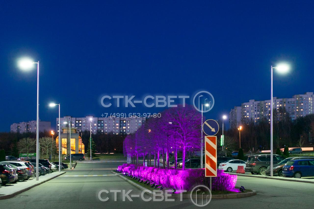 Утилитарные круглые конические опоры можно использовать в комплексе с другим осветительным оборудованием, в том числе декоративными светильниками. Благодаря своему внешнему виду они не портят дизайн парка или сквера.