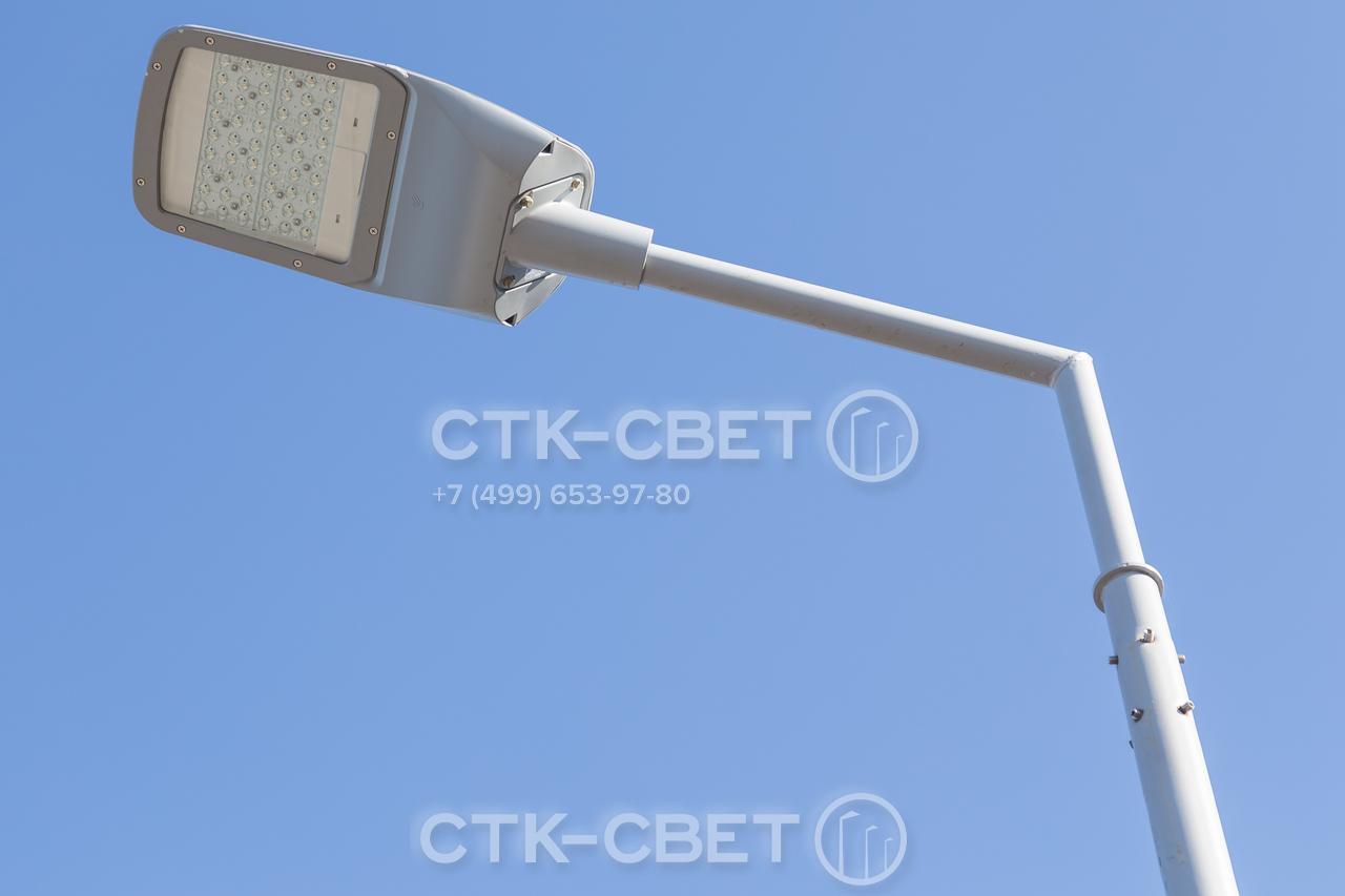 На фото представлен оголовок круглоконической опоры, предназначенный для установки кронштейна с хвостовиком. Крепление производится с помощью 8 болтов, которые входят в комплект поставки.