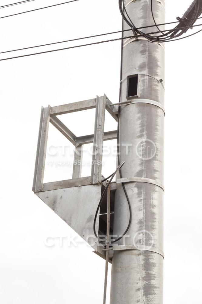 Конструкция мачты связи может быть изменена за счет установки дополнительных элементов. Они крепятся к стволу с помощью отдельно приобретаемых хомутов. Кроме того, производитель может сделать изделие по индивидуальному заказу.