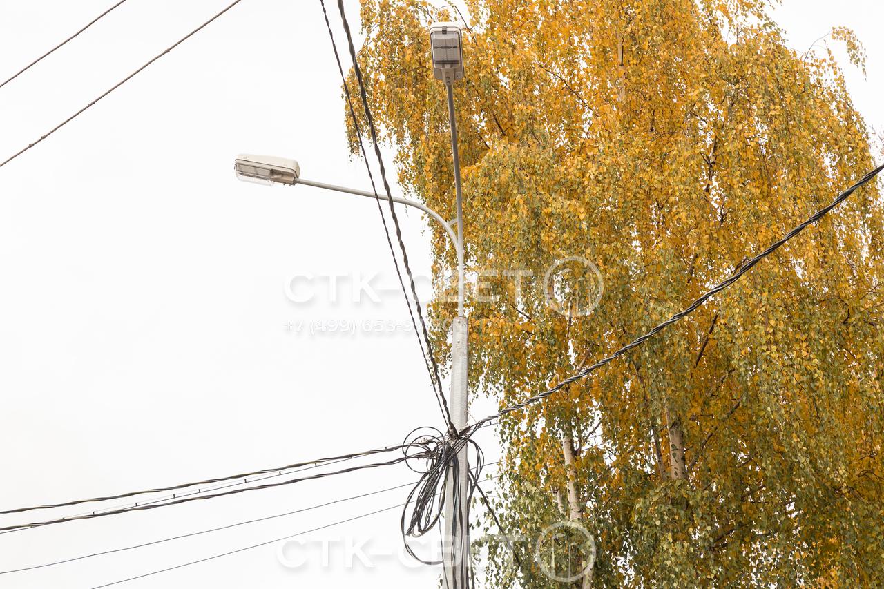 Силовые граненые стволы способы выдержать вес большого количества проводов. Однако при прокладке линий следует соблюдать аккуратность, чтобы не «засорять» воздушное пространство улиц и не ухудшать их внешний вид.