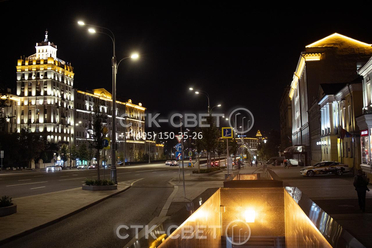 Если трубчатые силовые опоры используются для освещения улиц в городе, провода подключаются под землей. Это сделано для «облегчения» воздушного пространства и сохранения работоспособности системы при любой погоде.