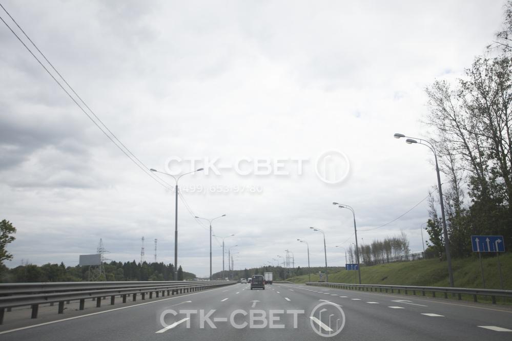 Если необходимо установить большое количество опор вдоль автомобильной дороги, инженеры отдают предпочтение изделиям типа СП. Для их подключения используются воздушные силовые линии, рыть котлованы не нужно.