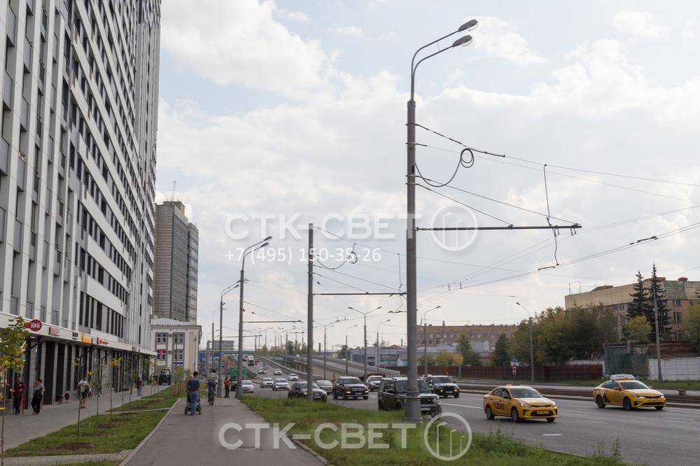 Силовая опора контактной сети подключается к электричеству с помощью подземных или воздушных силовых линий. Второй вариант применяется в случае, когда контактную сеть прокладывают после окончания строительства улицы.