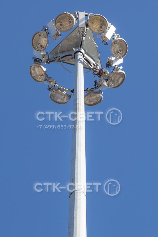На спускаемой раме в верхней части осветительной мачты можно устанавливать приборы освещения и пускорегулирующую аппаратуру для них. Форму и размер рамы можно выбирать при заказе мачты.
