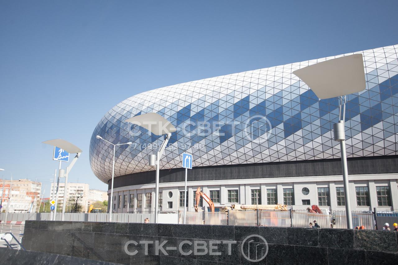 Декоративные опоры Этюд имеют футуристичный внешний вид. Они органично смотрятся на территории, прилегающей к современным торговым центрам, спортивным комплексам, деловым зданиям.